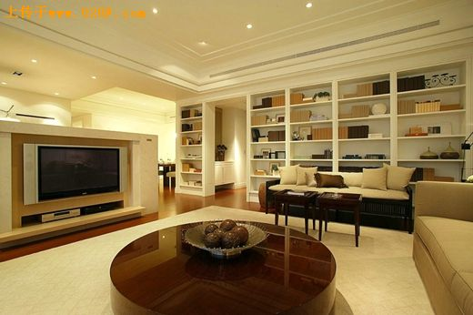 1,客厅:带有古朴气息的圆桌是台式图片